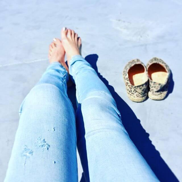 何となく思い立って屋上日焼けプロジェクト(๑•̀ㅂ•́)و w物凄い快晴!!!#日焼け #屋上#海かプールに行きたい