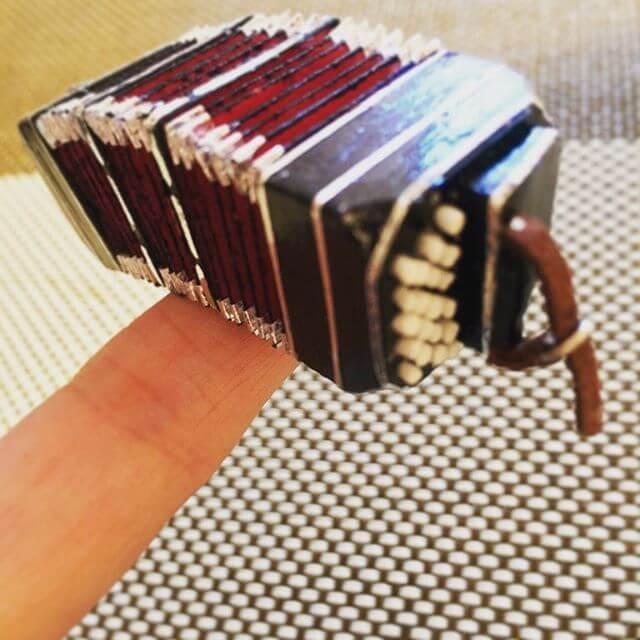生徒ちゃんからのBDプレゼント!・・私の楽器を模したミニチュアBn。生徒ちゃん作。スゴスーーーーー(๑⁼̴̀д⁼̴́๑)精巧さに脱帽。世界に1つしかない、こんな凄い物を本当にありがとう#バンドネオン #生徒ちゃん #ミニチュア#芸術 #天才