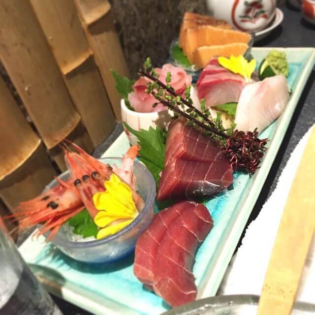 お気に入りのお店、通常でも豪華&美味なお造りが周年記念で7種盛りにパワーアップしとった!(๑•̀ㅂ•́)و✧#刺し盛り #新潟料理 #日本酒