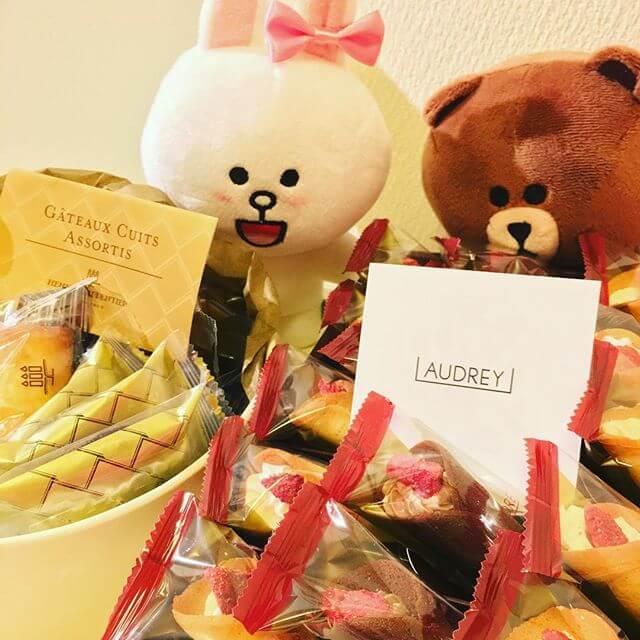 お菓子まみれーーーーっ笑皆様いつもありがとうございます!!お菓子で生きていますっw#差し入れ #お菓子#こんなクレープのお菓子あるんだ!