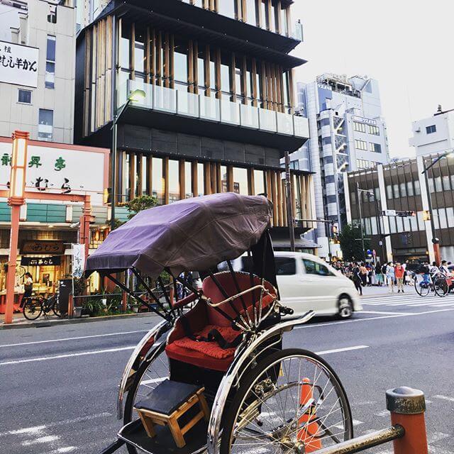 Went to Asakusaなかなか行く機会無いのだけれど、楽しかったーーーー先日たまたま話題に挙がった隈研吾さん。浅草の観光案内所は当に隈研さんの作品w#浅草 #建築 #寺 #仏閣 #隈研吾