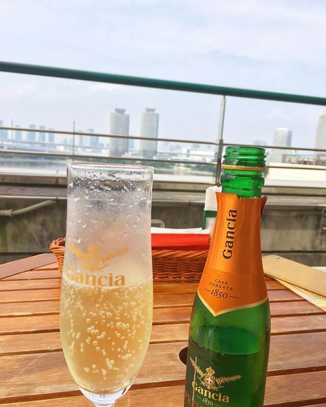 暑い日の泡はサイコー以外の何物でも無いっ!今度「泡」の勉強をしようかと🍾#スパークリング #ワイン #シャンパン