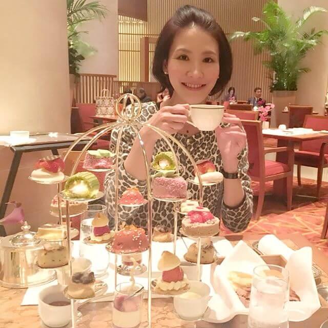 わーーーーーい笑笑マリンバ奏者のひとみちゃんとひとみちゃんが苺みたい&写真撮るのが上手すぎ!ありがとうーーーーー️#ペニンシュラ東京 #ホテル #アフタヌーンティー #日比谷 #音楽家