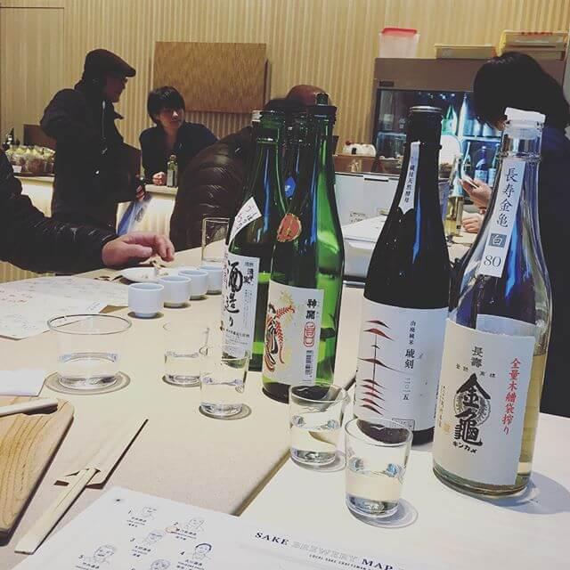 アンテナショップの一角に飲み比べスペースが4種類選んで¥1000!!!思わず立ち寄り&居合わせた方ともお話出来たりして楽しかった!!美人なお姉さんに注いで頂くお酒はまた格別️いやー。 お酒も何事も 奥深い🤔#日本橋 #アンテナショップ #日本酒#飲み比べ #角打ち