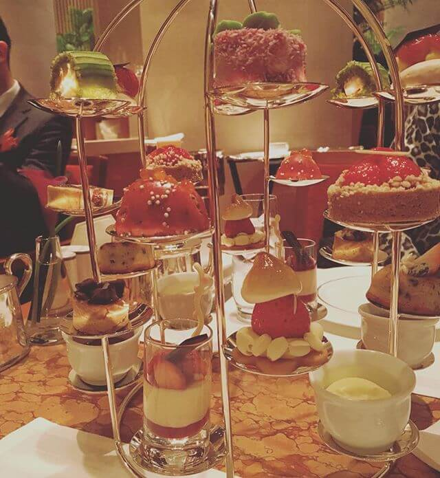 いつも「日比谷観察日記(笑)」に出てくるペニンシュラ東京にてアフタヌーンティー️苺がいっぱいです#ペニンシュラ東京 #アフタヌーンティー #ホテル #日比谷