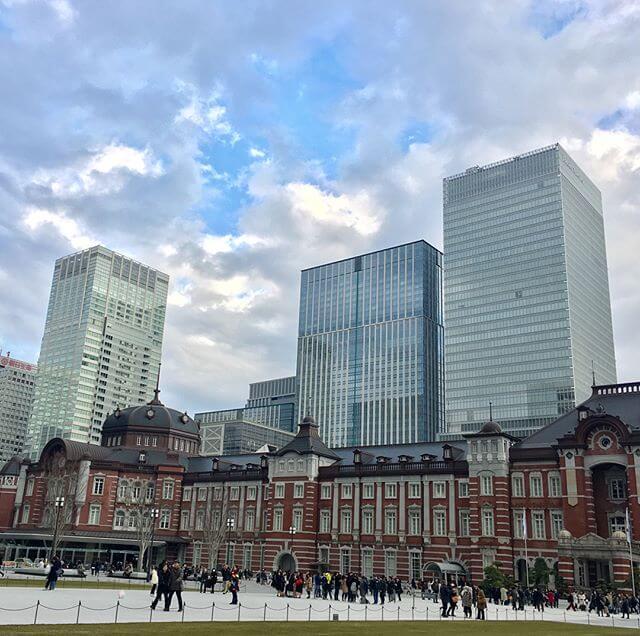 東京駅・丸の内側 が知らぬ間にますます綺麗に&整備されていました!!!駅前は観光スポット化&凄い人ビル群も、ちょっと見ぬ間に新しく重厚なビルが乱立していてひたすら ビックリでした!!!#Tokyo #東京 #丸の内 #景色