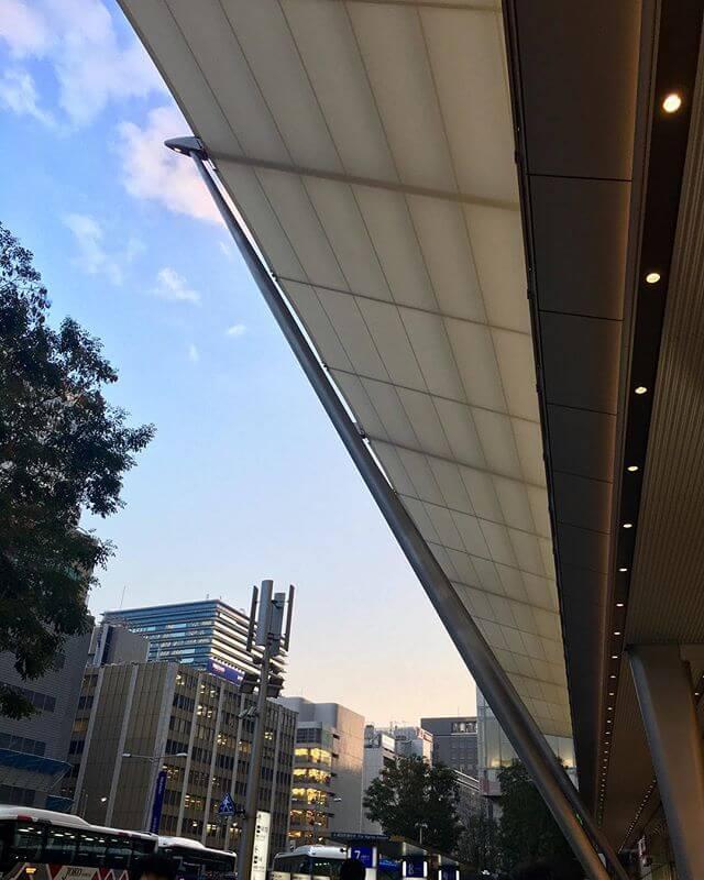 お疲れ様です!! 天気が回復してきて良かった東京駅、いつ来ても凄すごい人#東京 #空 #駅